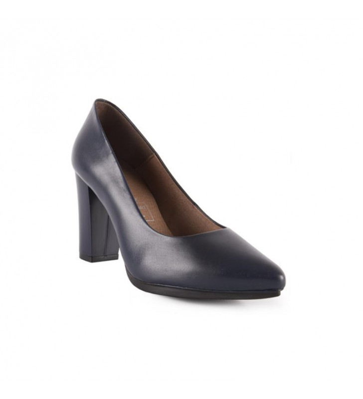 High-heeled halls lined with leather
