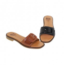 Women's flat sandals with buckles