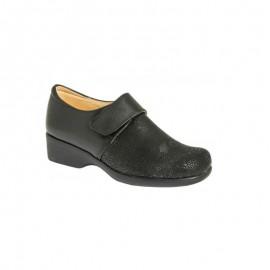 Women's shoes delicate feet