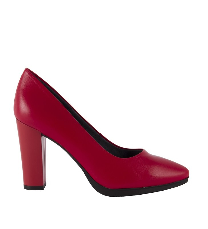 High-heeled halls lined with leather red