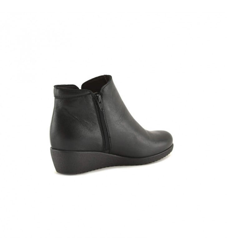 Woman Black Tupie ​​Bootie 2
