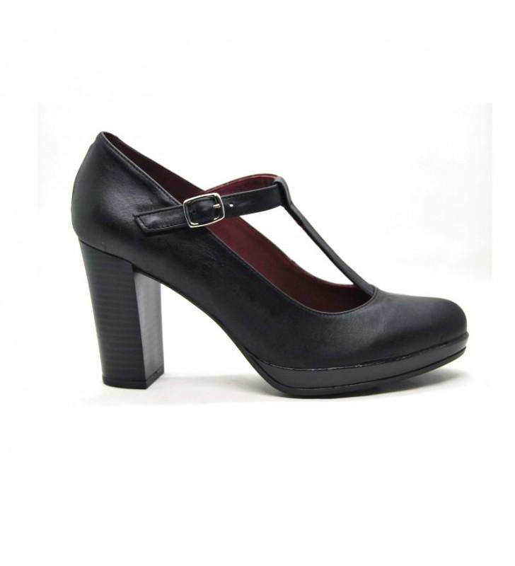 Salons woman high heeled leather