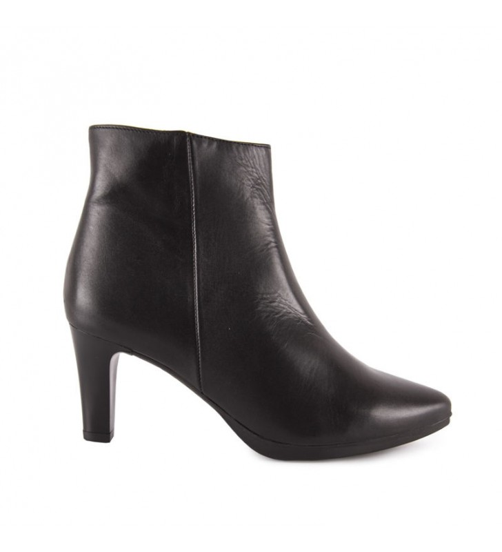Chamby heel ankle boots 1