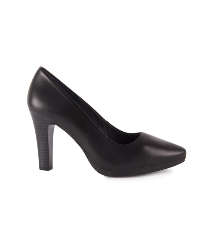 Comfortable lounge shoes