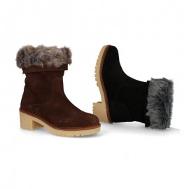 Women suede boots with hair