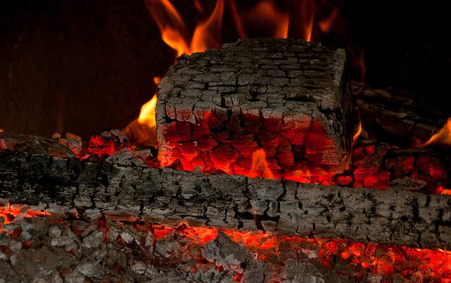fireplace-2885098_640