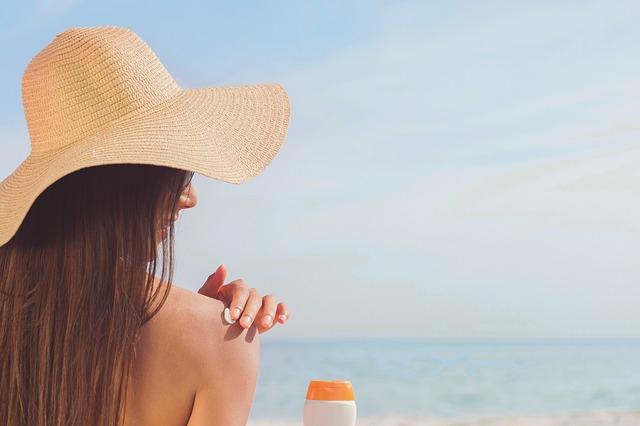 sunbather-3721835_640
